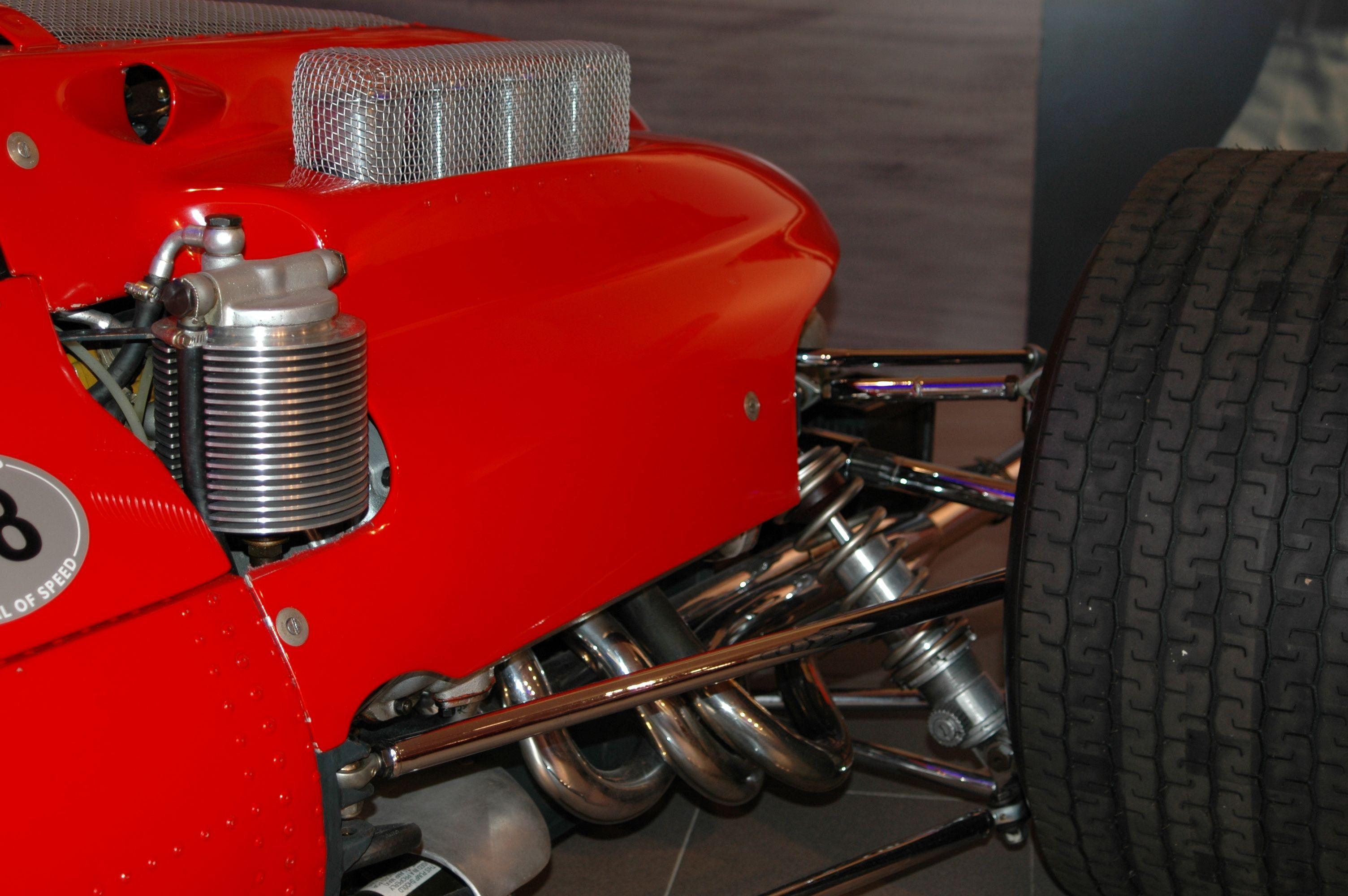 Ferrari_158_F1_1964_suspension Διπλά ψαλίδια για κράρημα του τροχού, λόγω μεγάλης ρευστοδυναμικής καταπόνησης.