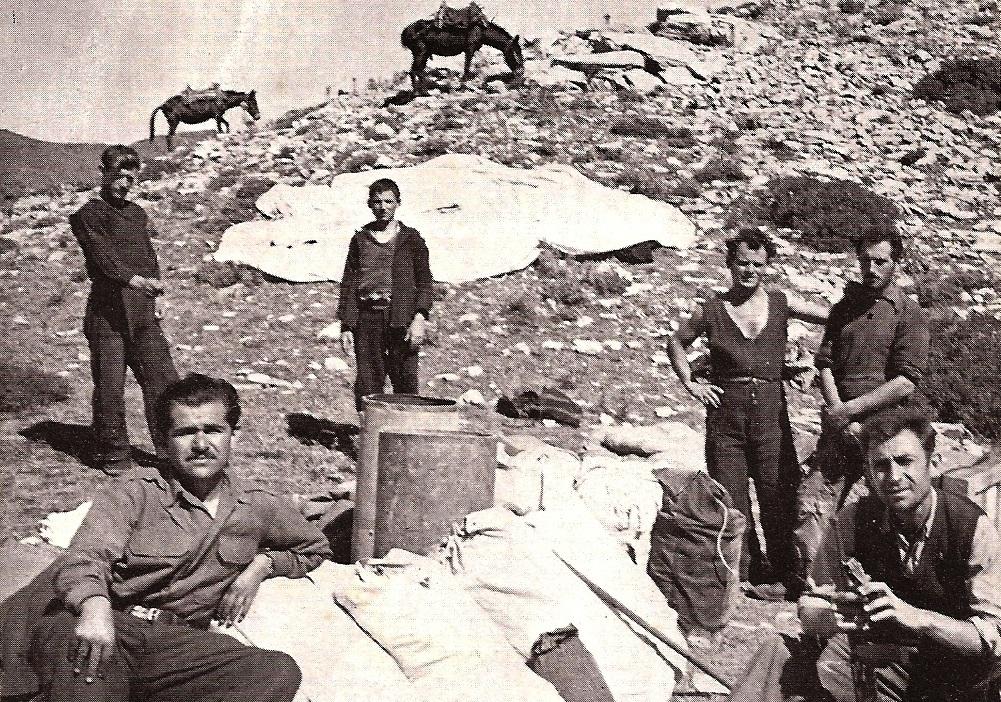 Κώστας-Κουβαράς-στα-βουνά-των-Αγγράφων-Φωτογραφία-Σπύρου-Μελετζή
