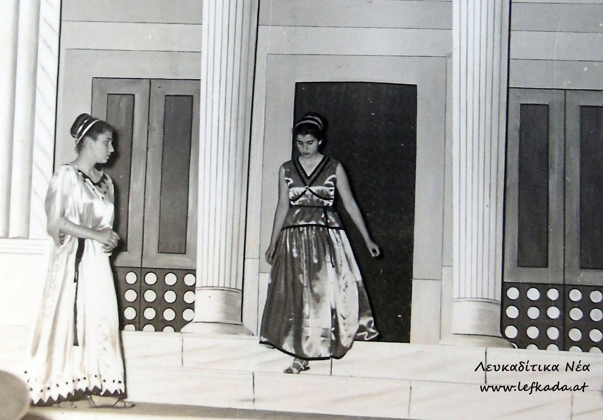 1_antigoni_Sofokli_Xoros_1957