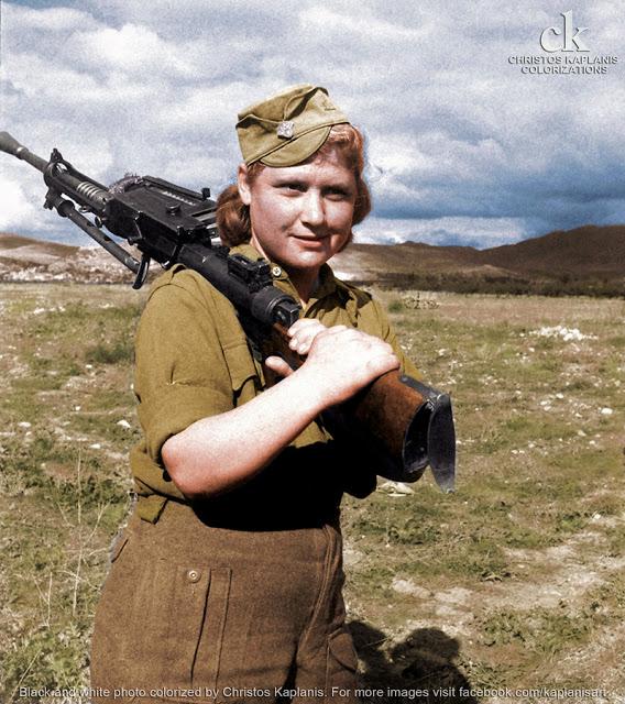 Dmitri Kessel, Οκτώβριος 1944, ΕΛΑΣιτισσα στον κάμπο της Λαμίας.