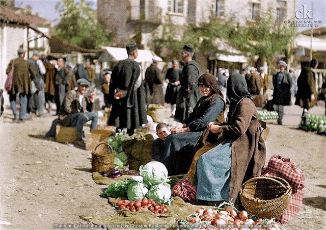 Margaret Masson Hasluck, δεκαετία 1920, Γρεβενά, αγρότισσες πωλήτριες στην υπαίθρια αγορά της πόλης.