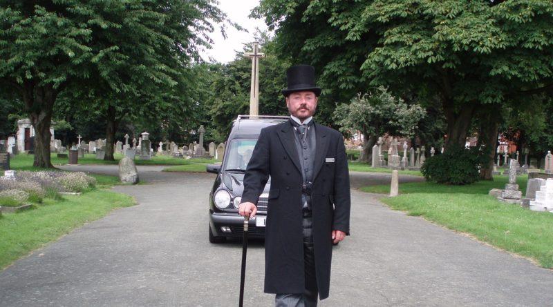 funeral-director-1823425_1280-800x445