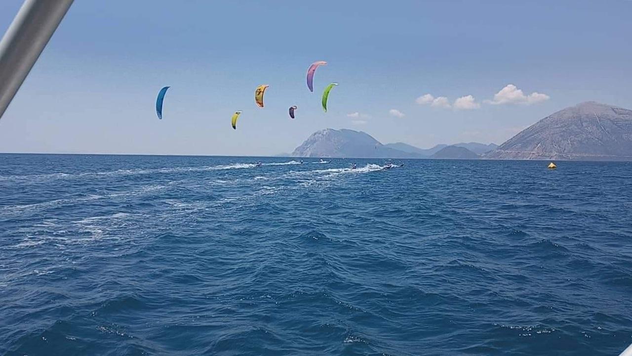 4_agones_kitesurfing