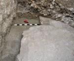 Πάνω αριστερά εσοχή στο δάπεδο_ Για τη βάση της κλίμακας καθόδου στο υπόγειο
