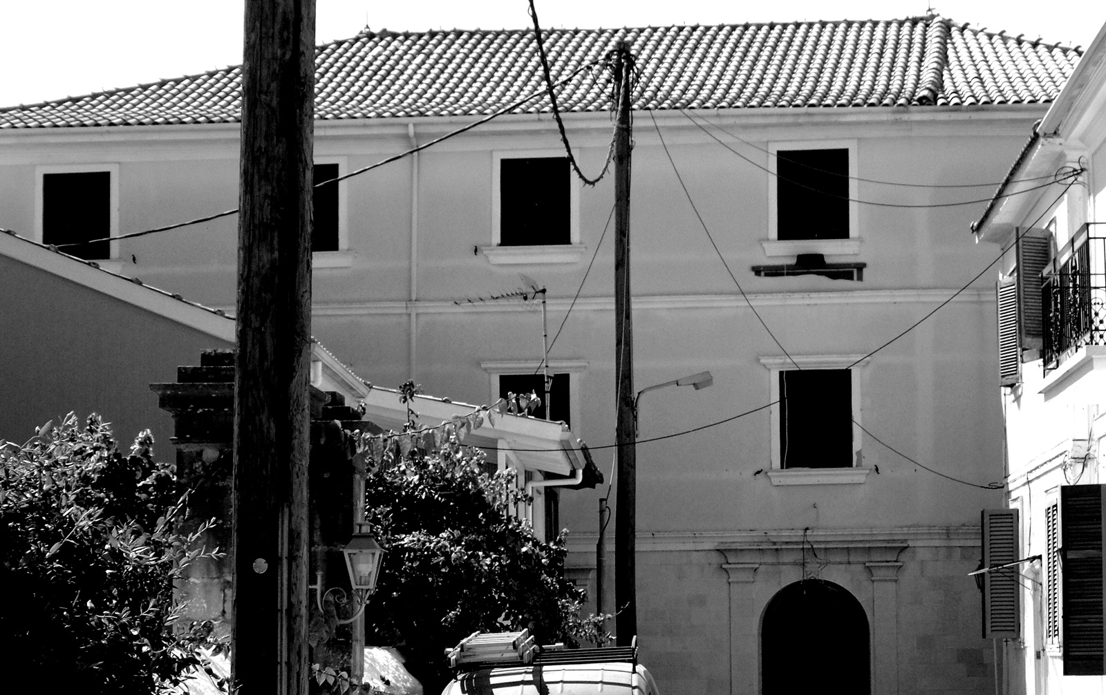 Φωτό 1: Το κτίριο στην οδό Κόνταρη (σήμερα ΦΕΛ) όπου στεγάζονταν το Ελληνικό Σχολείο.