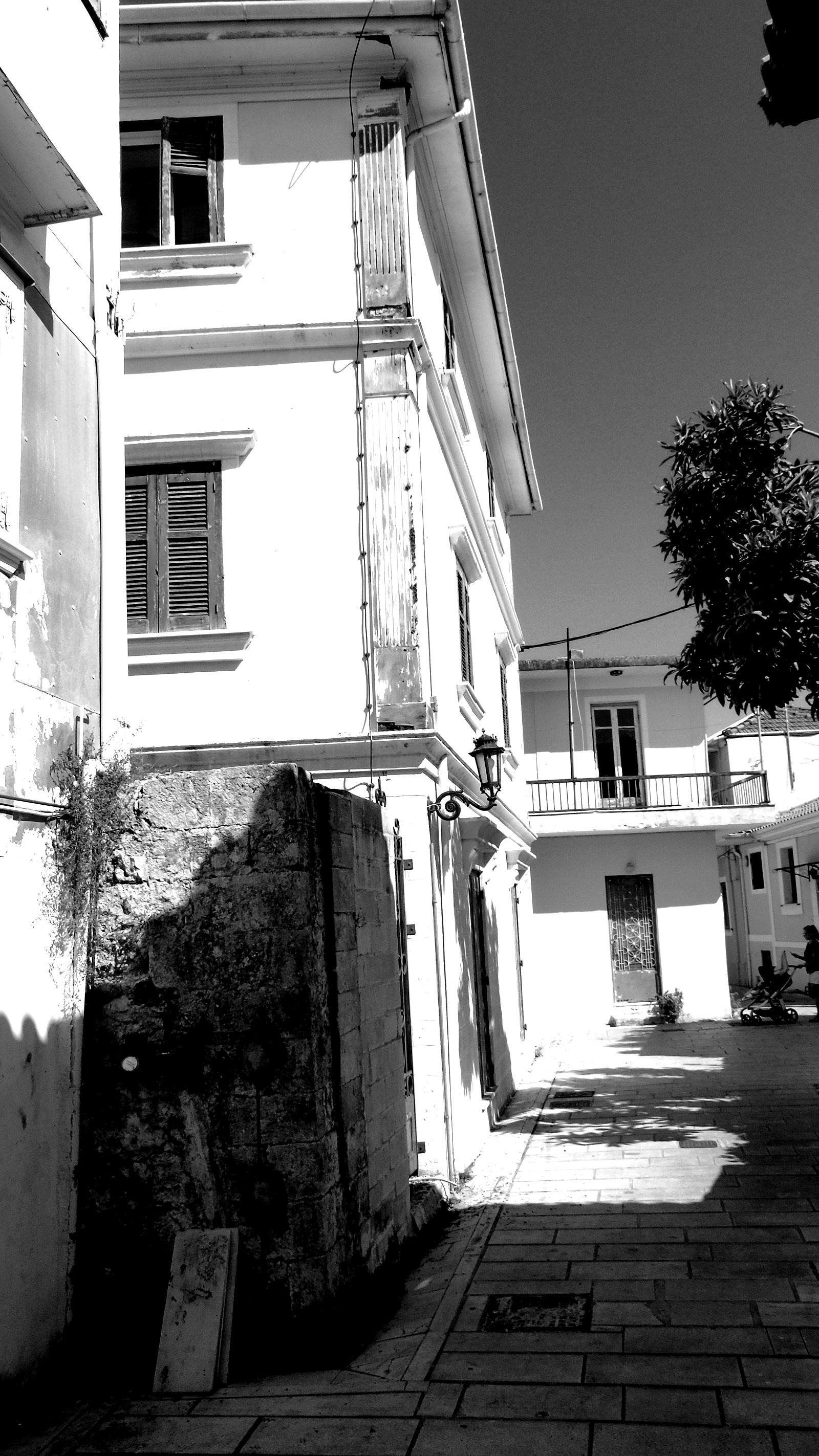 Το ψηλό κτίριο του Ελληνικού Σχολείου