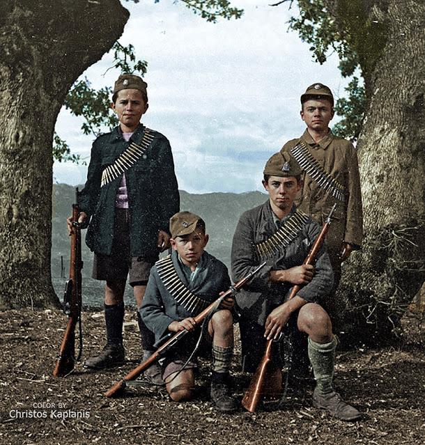 Νεαροί ΕΠΟΝίτες. Παραμυθιά, 1944 Κώστας Μπαλάφας