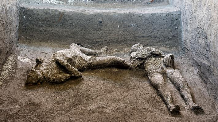 italy-pompeii-ancient-bodies
