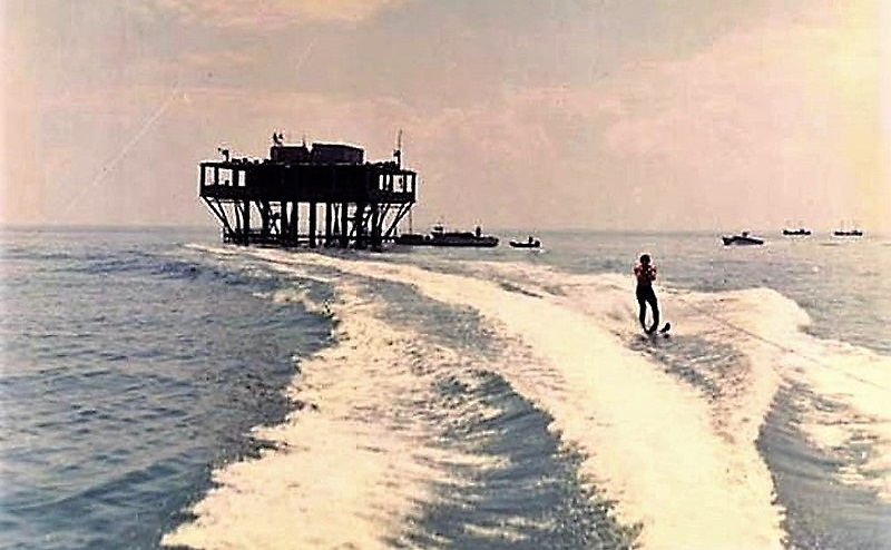 800px-Isola_delle_Rose_1968