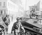 bundesarchiv_bild_101i-164-0357-29a_athen_einmarsch_deutscher_truppen-kentrikh